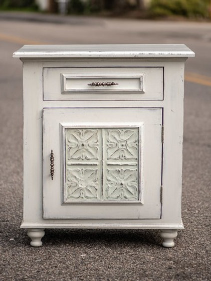 Lilly Nightstand (Large)