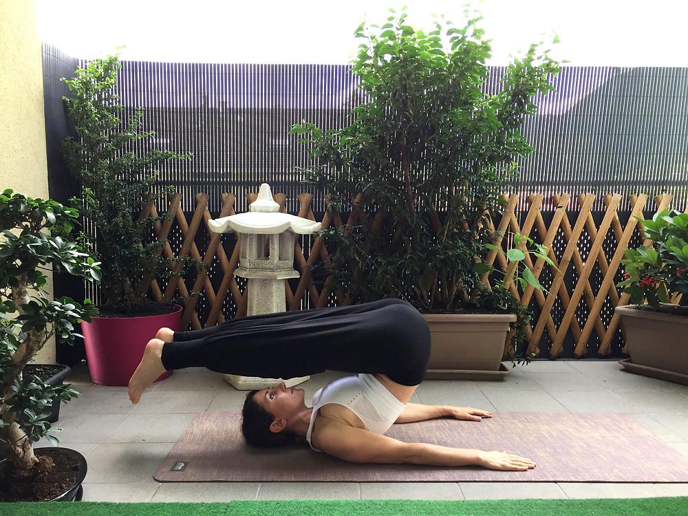 Posture de la demi-chandelle - Viparita Karani