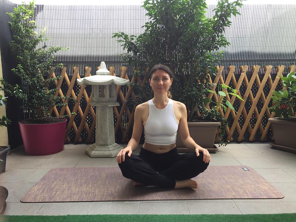 Posture de repos yoga sukhasana