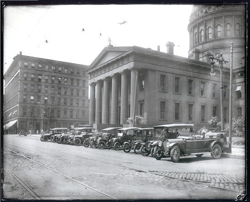 The East Entrance to the Old Court House, ca. 1910. #STLPRS #seeAghost Photo; Missouri Histroy Museu