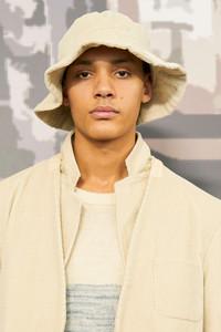 Modelo Victor Li