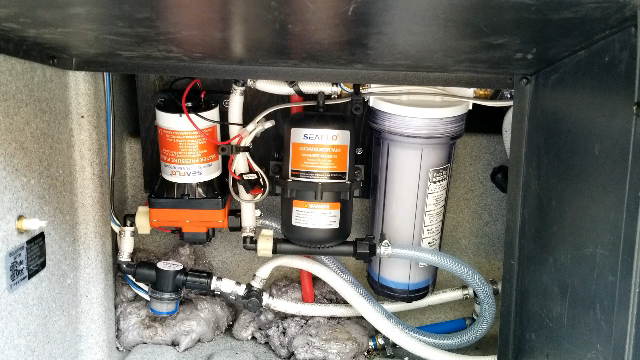 SEAFLO RV Water Pump and Accumulator Tank