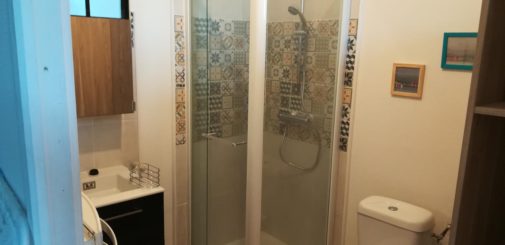 salle de bain studio rez de chaussée
