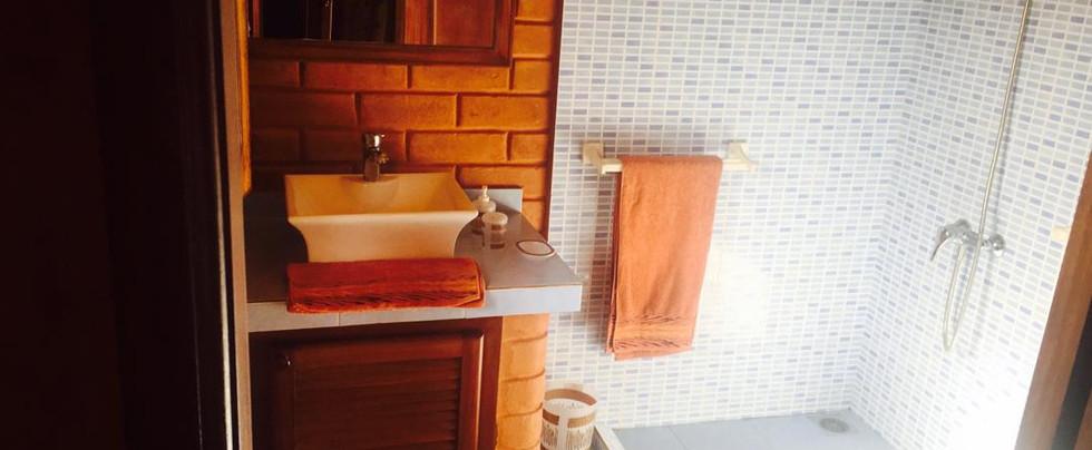 Salle d'eau Bungalow 1.jpeg