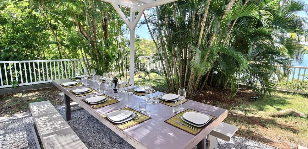 12 Martinique - Pointe du Bout - Coconut bay - table à manger-min.jpg