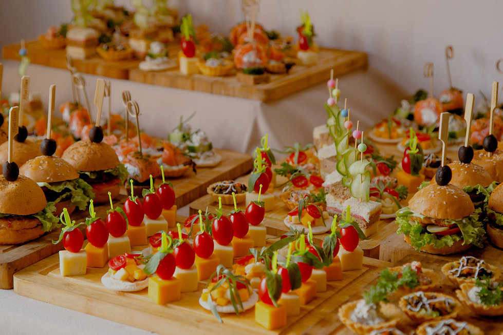 buffet-table-with-snacks-from-burgers-ch