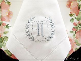 napkin wreath shield H mono-3.JPG