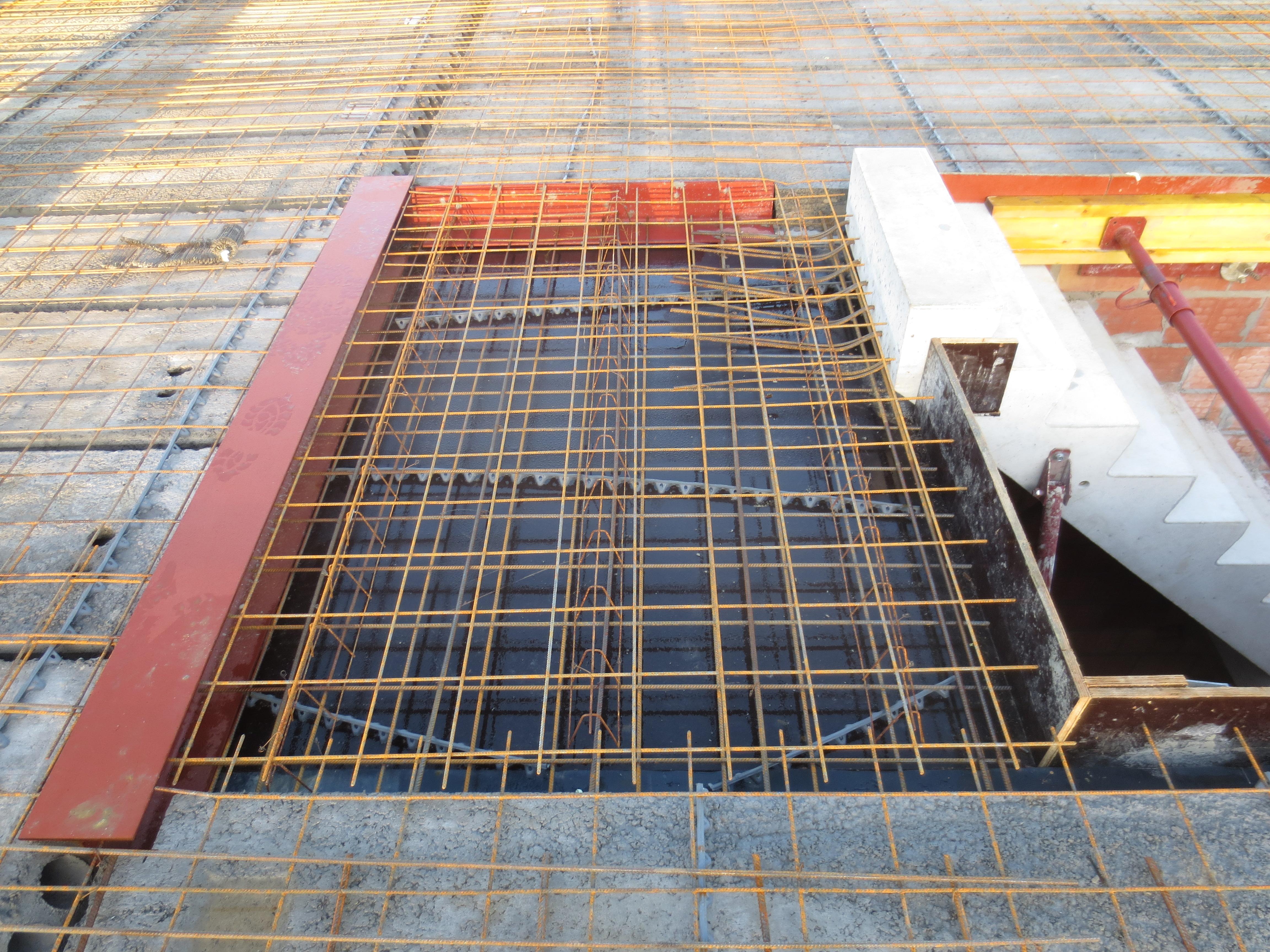 Verbinding trap en vloerplaat