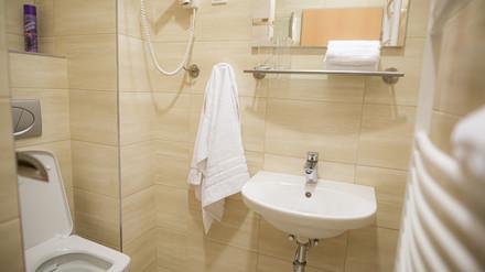 4 Évszak Hegyihotel fürdőszoba2.JPG