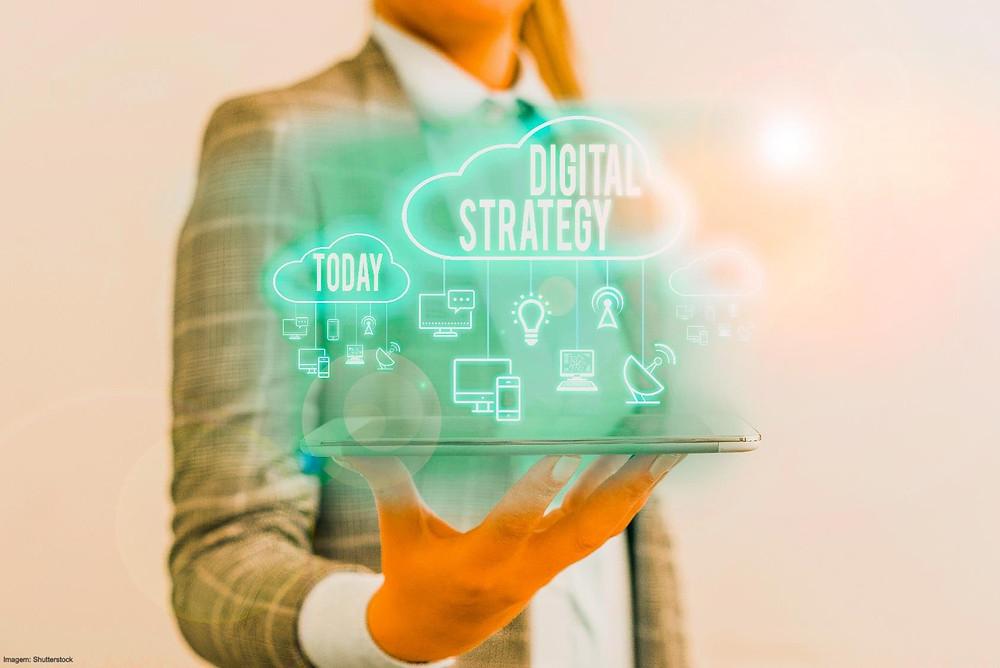 """Será que precisa de uma estratégia digital? A transformação digital, ou transição digital como o governo português faz referência no plano """"Portugal Digital"""", apresentado no passado dia 5 de março, é um tema cada vez mais incontornável e que continuará a marcar o nosso dia a dia."""