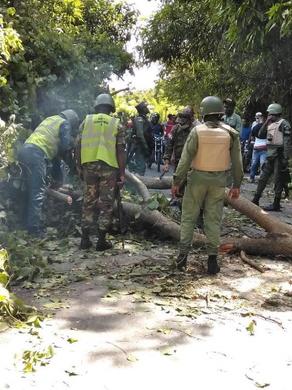 SENPA apresa 13 personas por alterar orden público, en Mucha Agua, San Cristóbal