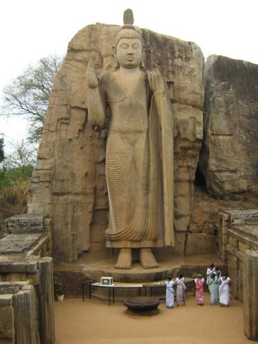 Avukana-Buddha-Statue.jpg