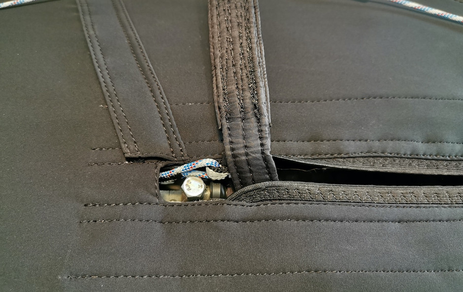 Sliderleine an der Hauptaufhängung mit Bremsschirm Befestigungsabdeckung