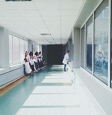 doctors-2607295_640.jpg