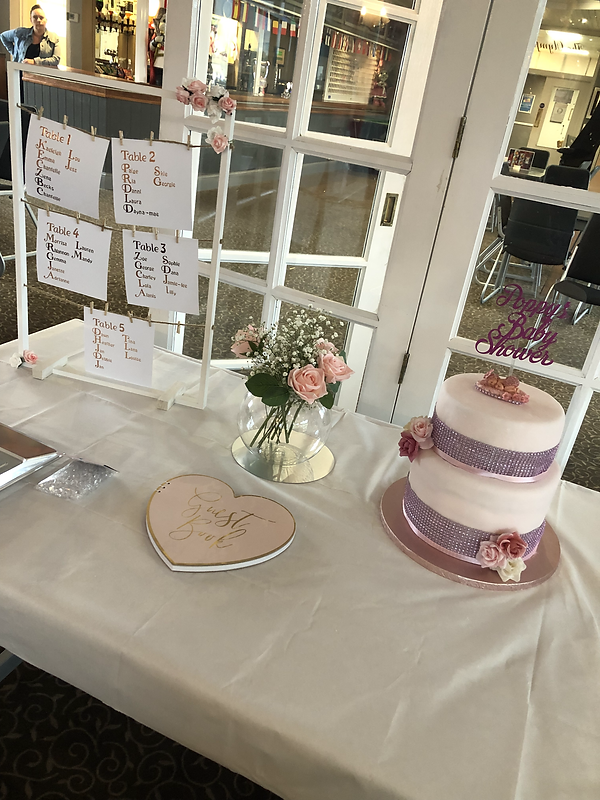 CAKE AND TABLE ARRANGEMENTS