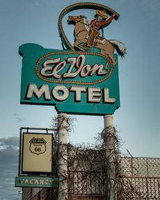 El Don Motel Sign