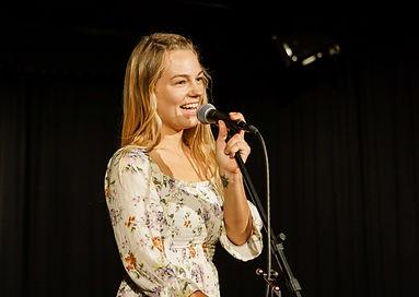 Katharina Wenty Moderation Oransation Poetry Slam