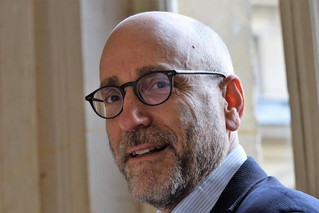 Society Member Steven Sampson's new novel, Moi, Philip Roth, reviewed on the front page of En at