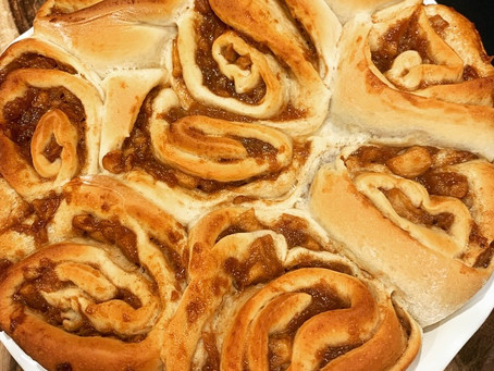 Apple Pie Cinnamon Rolls (Vegan)