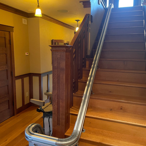UP Stairlift with 2x 180 park.JPG