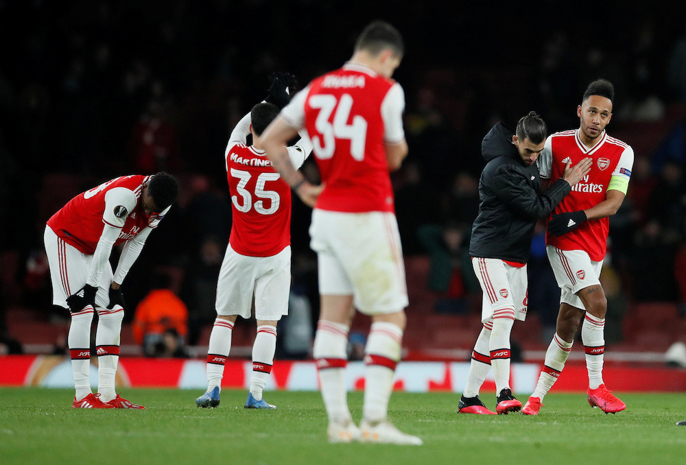 Arsenal F.C players looking downcast