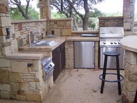 outdoor kitchen sandstone