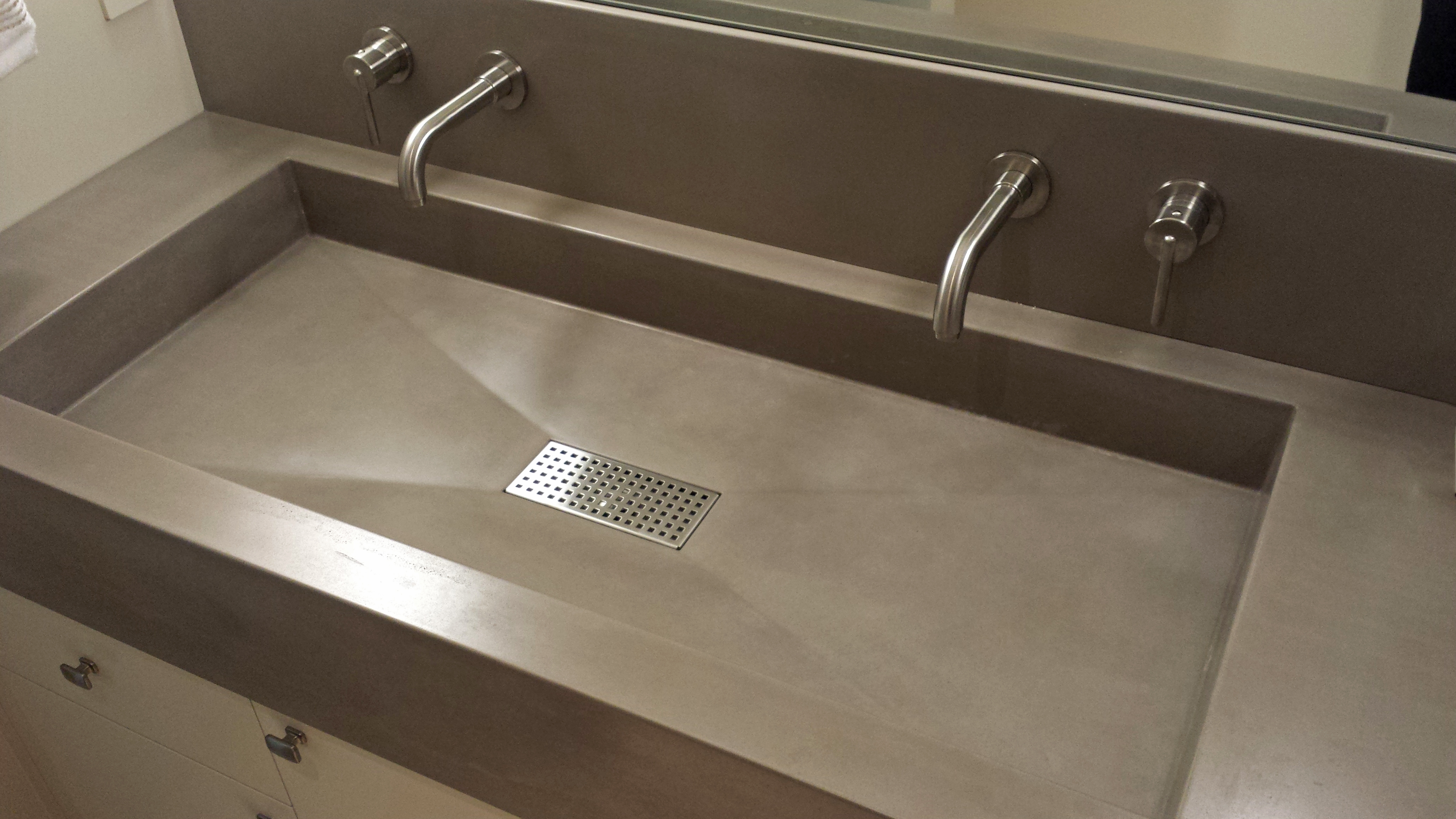 guest sink beige