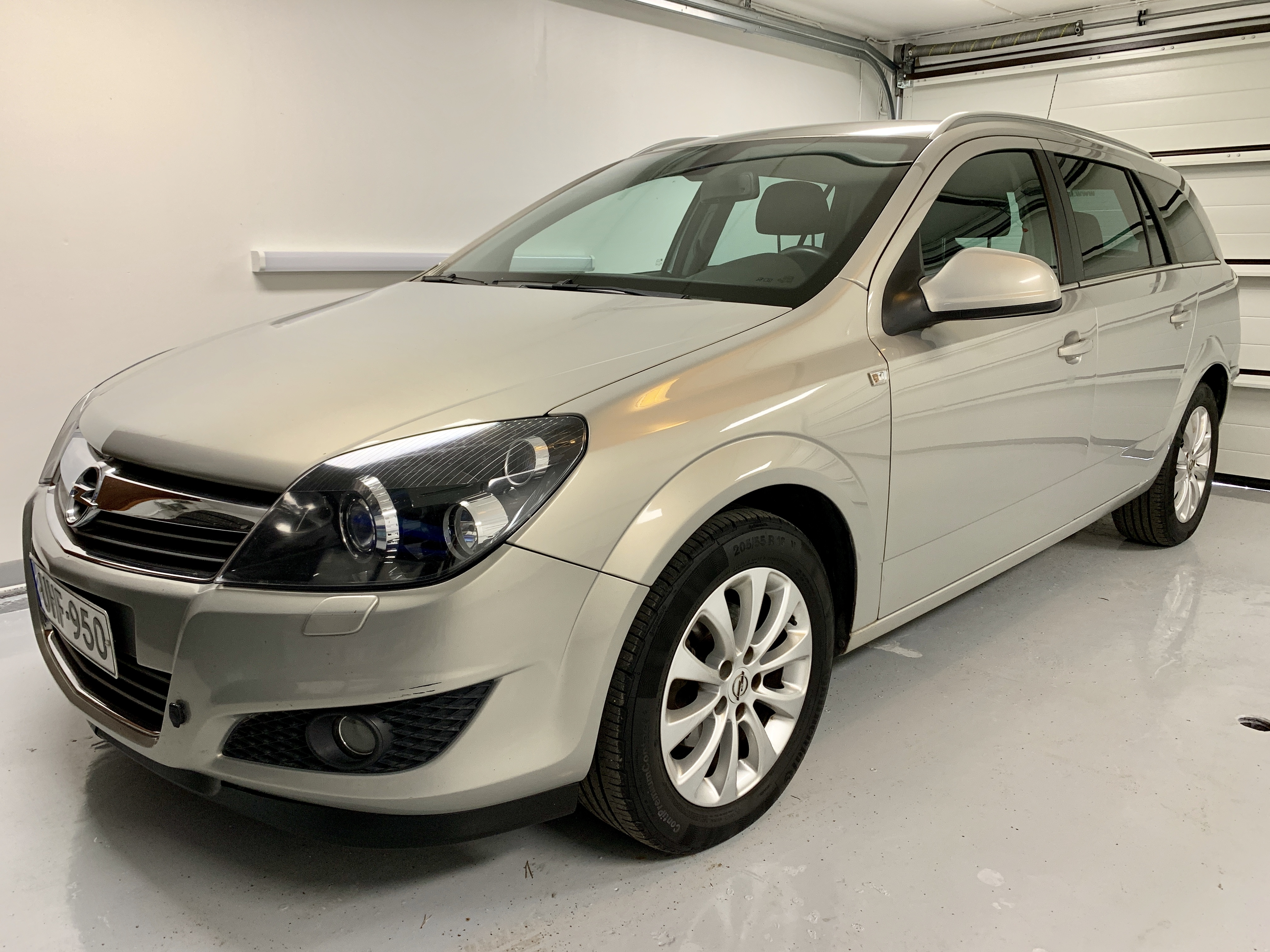 Opel Astra 1.6 Wagon Ultimate UHF-95
