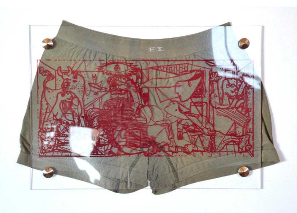 «Για τη πατρίδα και τη τέχνη απ_ τη κούνια μου φτιαγμένος», 42 Χ 29,5 cm, plexiglass, ψηφιακή εκτύπωση, εσώρουχο