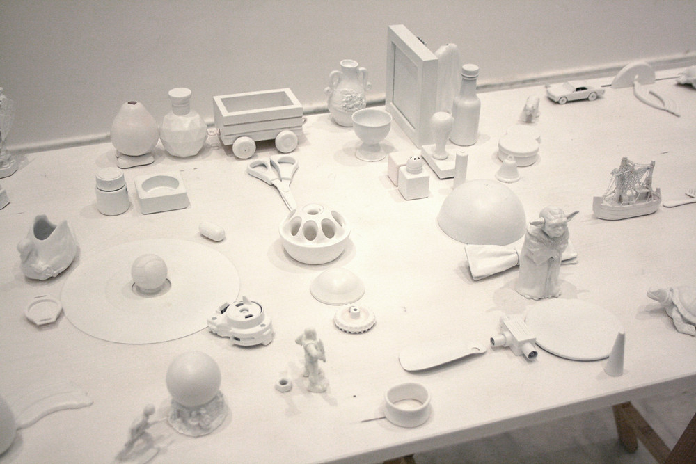 75 people, Variable dimensions, Objects, spray, table, Installation, MMCA, 2015