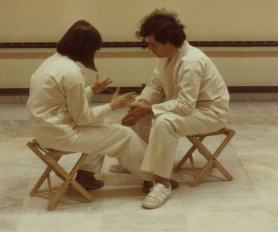 1982, στιγμιότυπο από την εικαστική δράση «Στο Κύκλο μας» στην Αθήνα.
