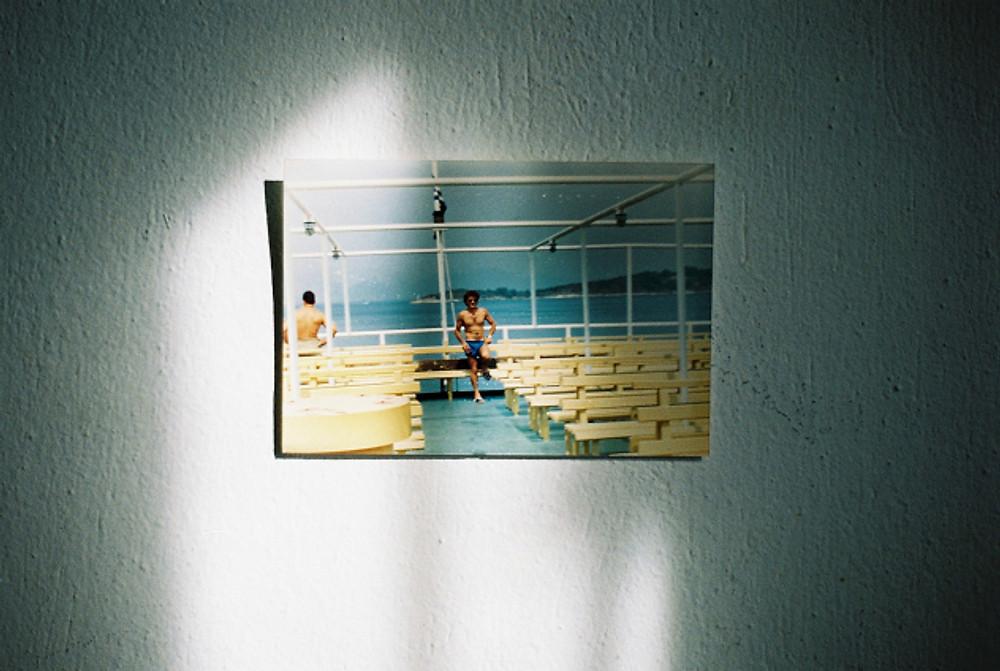 3.Φωτογραφια στον τοίχο_35mm έγχωμο φιλμ_ 2018