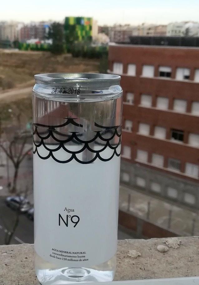 Agua Nº 9 mineral natural