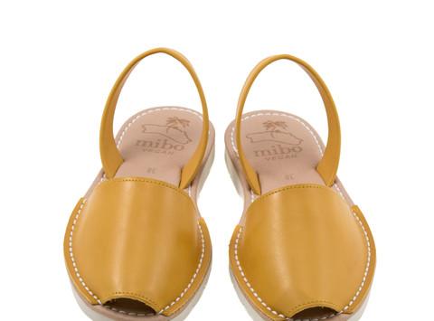 Aquí está el calzado que no te quitarás este verano