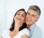Casal a sorrir - Implantes Dentários Nova Dentismed