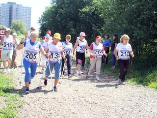 В Северном Тушино прошли соревнования по скандинавской ходьбе