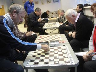 """В клубе """"Атом"""" состоялись соревнования по русским шашкам"""
