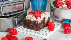 Sjokoladekake med sjokoladekrem og deilige bringebær