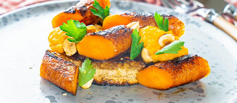 Sellerirot «biff» med gulrot og hasselnøtter