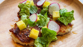 Fiskekaker med avocado og mango