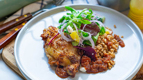 Grillet kyllinglår med perlegryn og salat