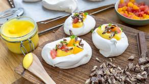 Pavlova med sitrus curd og kvikk lunsj