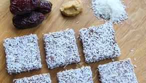 Riskake med dadler, kokos og peanøtt