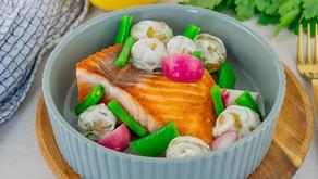 Stekt laks med grønnsaker og potetsalat