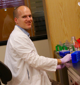 New scholarship award pushes Coombes lab trainees over $1.5 million mark
