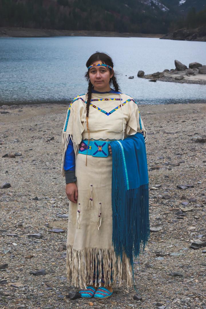 iittaashteeuuxe (buckskin dress) and bishe (shawl)