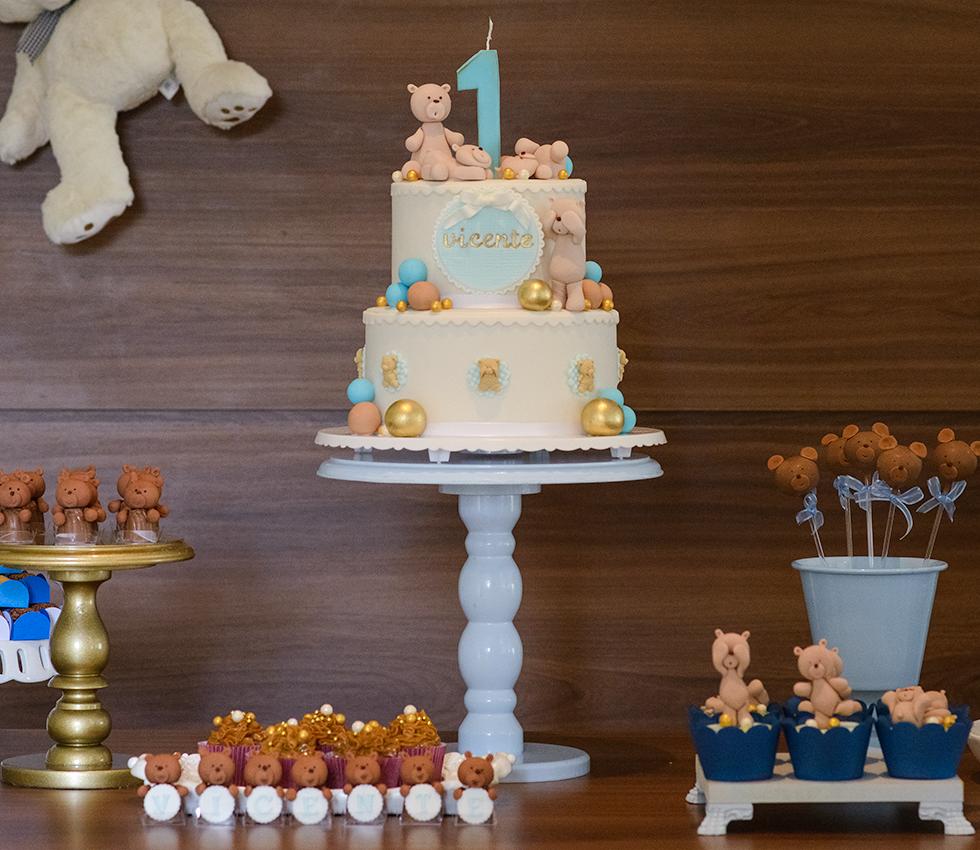 Francine Machado - Aniversário Infantil - 1 ano - mesa de bolo e doces