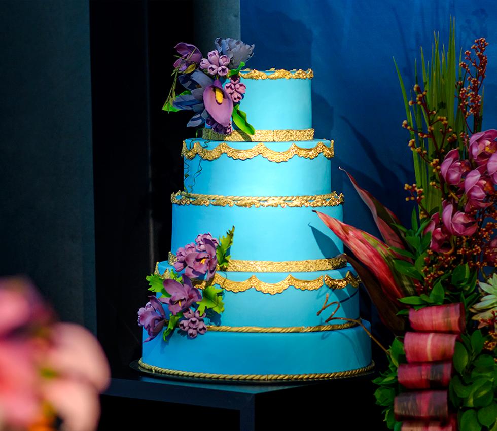 Francine Machado - Bolo conceito de casamento - 6 andares - azul com flores