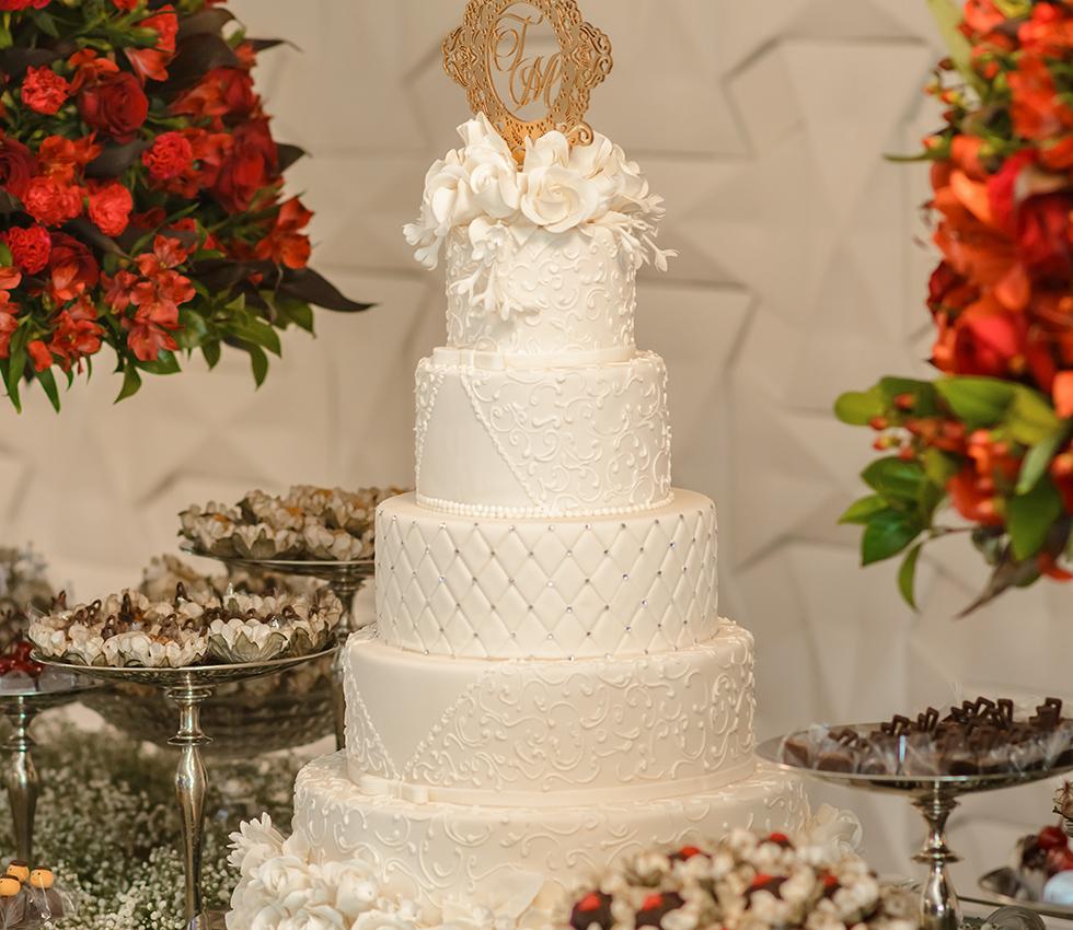 Francine Machado - Bolo de casamento 5 andares, com flores