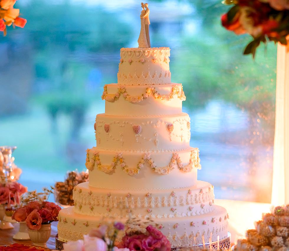 Francine Machado - Bolo clássico de casamento 6 andares